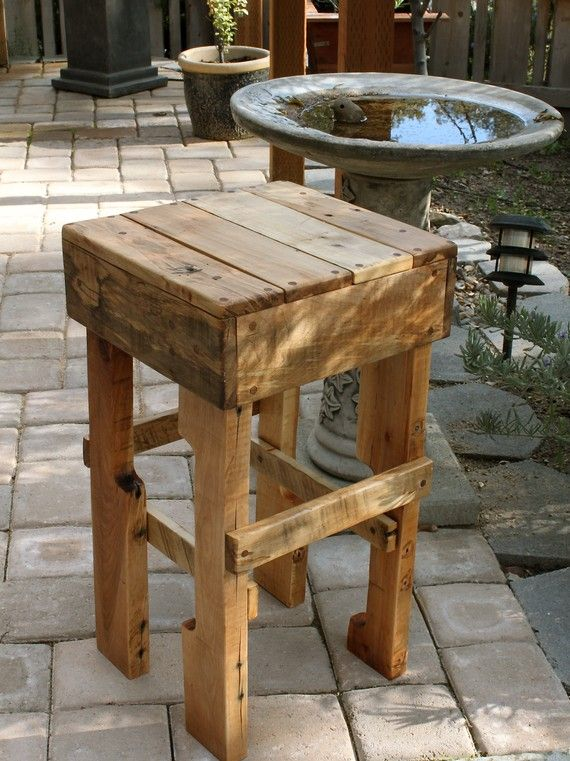 20-Furniture-You-Can-Create-Using-Old-Pallets-16