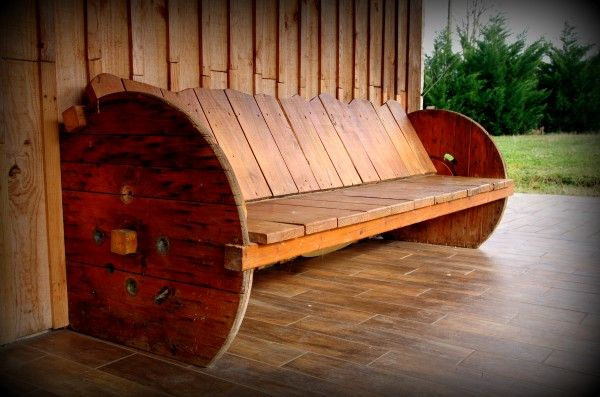 20-Furniture-You-Can-Create-Using-Old-Pallets-9