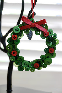 Button-Crafts-for-Christmas-Decorations13