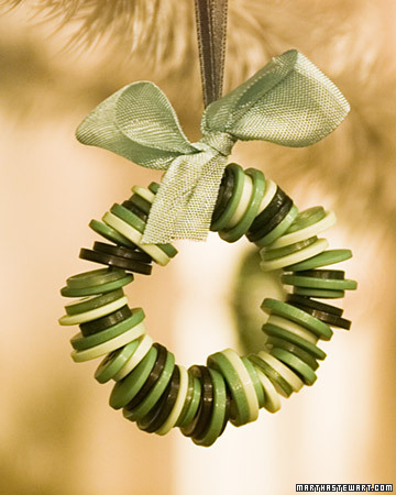 Button-Crafts-for-Christmas-Decorations7