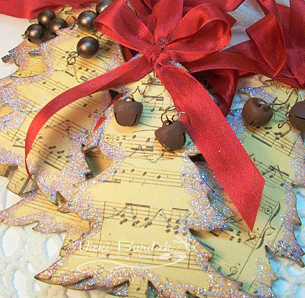 Creative-Christmas-Ornaments-DIY-from-Cookie-Cutters9