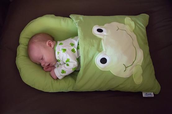 DIY-Baby-Pillowcase-Sleeping-Bag-Patterns-Video1