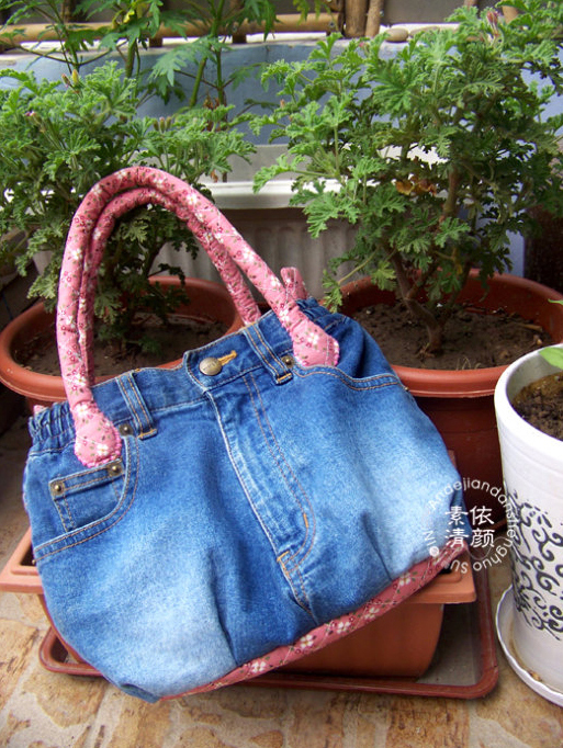 How-to-DIY-Easy-Handbag-from-Old-Jeans-2
