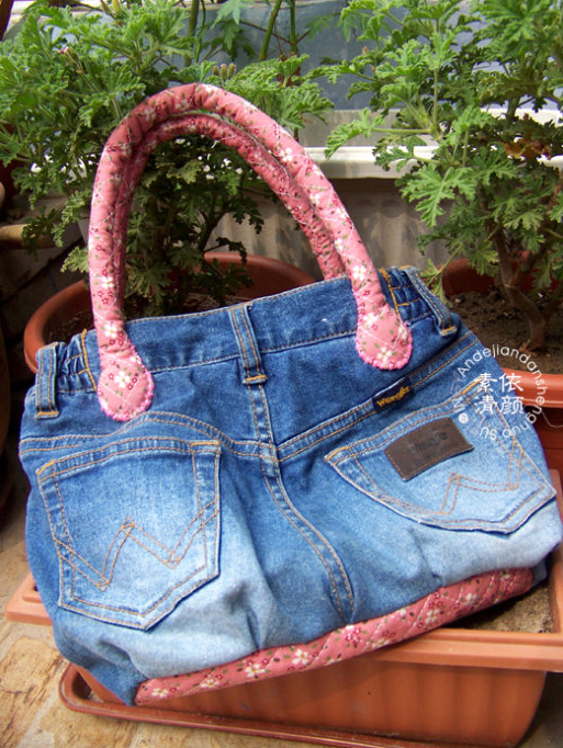 How-to-DIY-Easy-Handbag-from-Old-Jeans-3