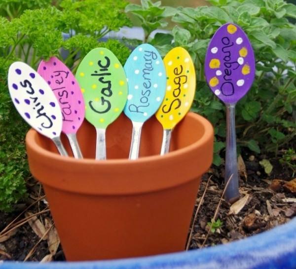 jardin-con-utensilios-cocina-viejos-10