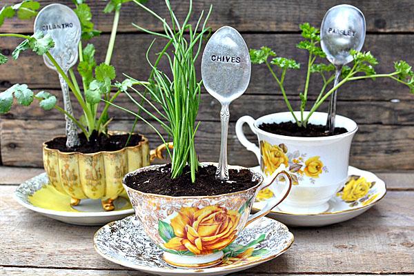 jardin-con-utensilios-cocina-viejos-3
