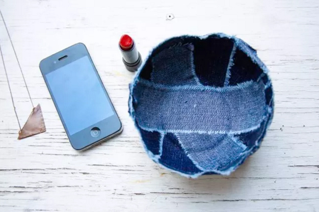 Recycle-old-jeans-into-a-cute-new-denim-bowl