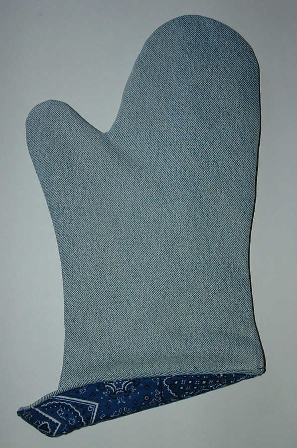 Recycle-your-old-jeans-into-new-oven-mitt