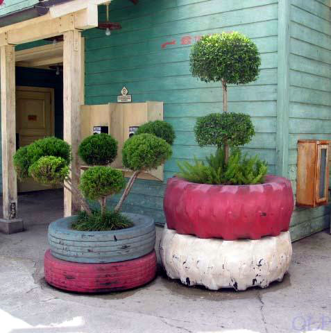 ideas-para-decorar-patios-con-plantadores-17