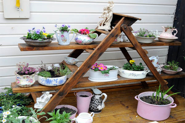 ideas-para-decorar-patios-con-plantadores-5