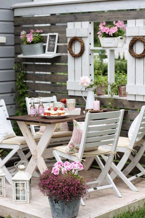 ideas-para-decorar-patios-con-plantadores-9