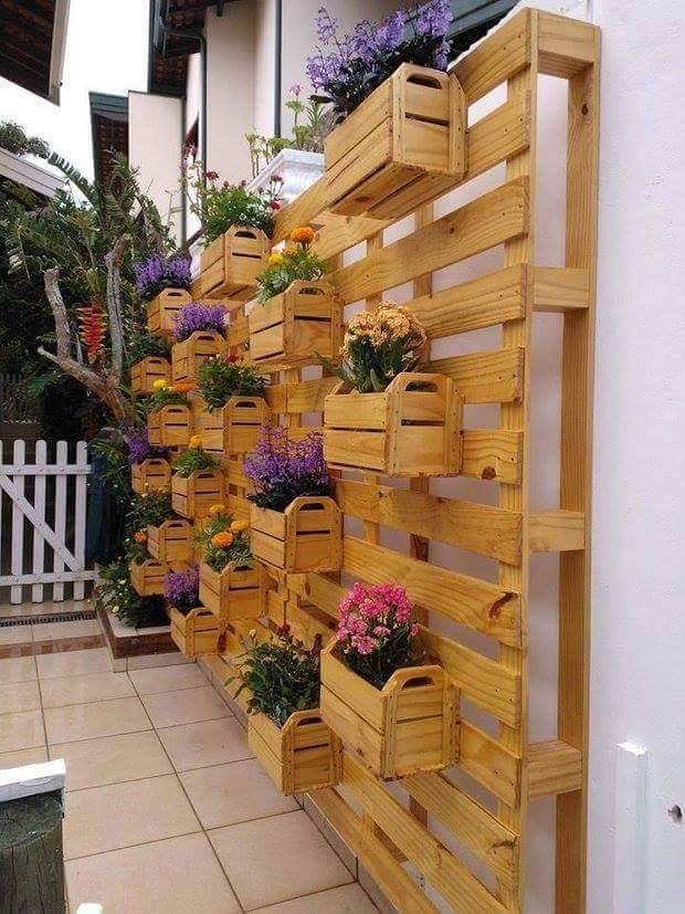 jardin-con-cajas-madera-1