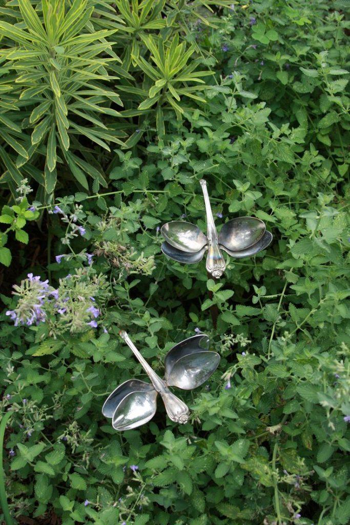 jardin-decorado-con-cosas-cocina-12