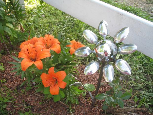 jardin-decorado-con-cosas-cocina-15