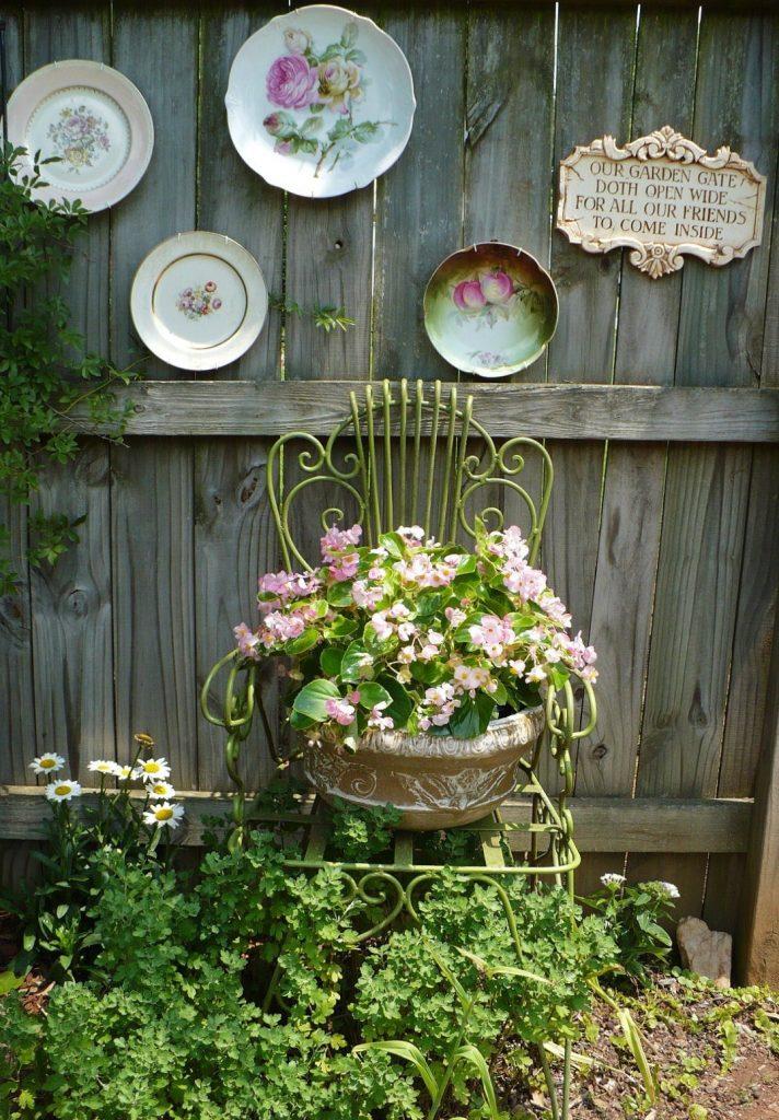 jardin-decorado-con-cosas-cocina-2