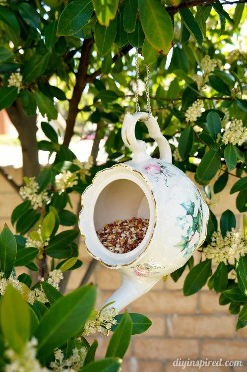 jardin-decorado-con-cosas-cocina-23