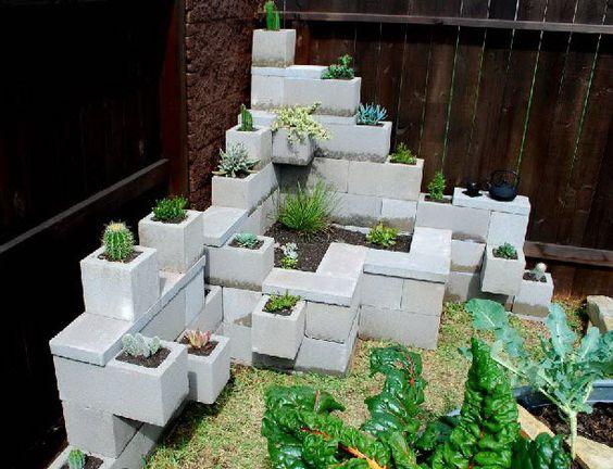 15+ Estupendos Jardínes Verticales con Bloques de Hormigón