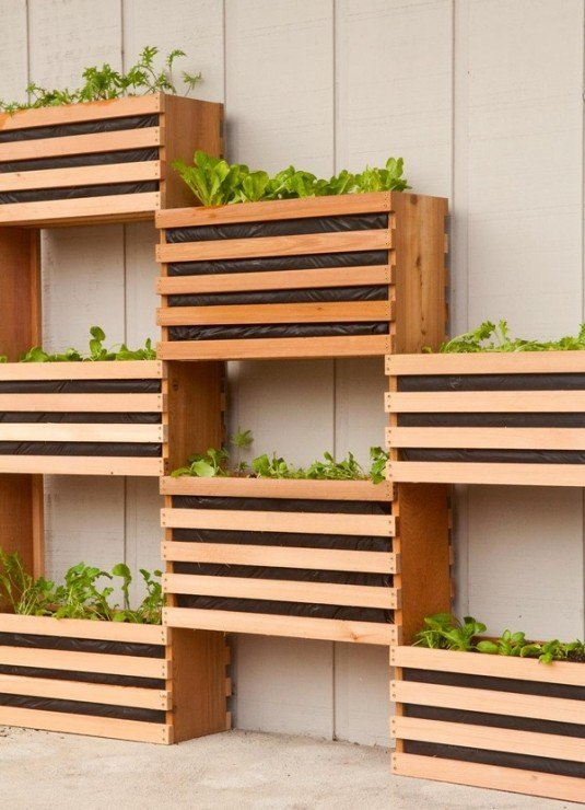 patio-trasero-cajas-madera-1